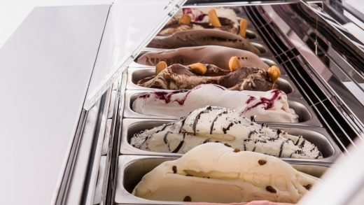 How to Choose the Ideal Ice Cream Display Counter for Your Business