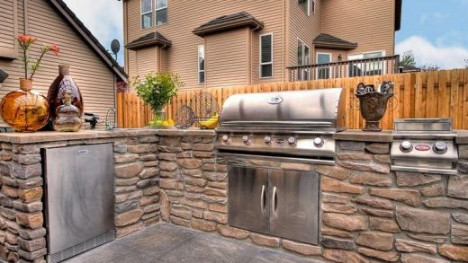 Entertaining Outdoors: The Importance of Choosing the Right Barbecue
