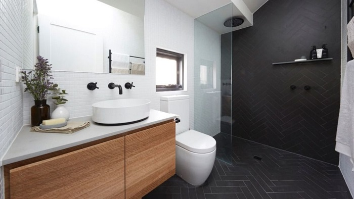 picture of a luxe and modern bathroom