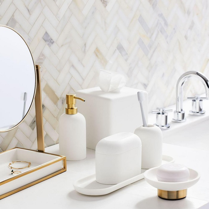 picture of bathroom accessories by the sink