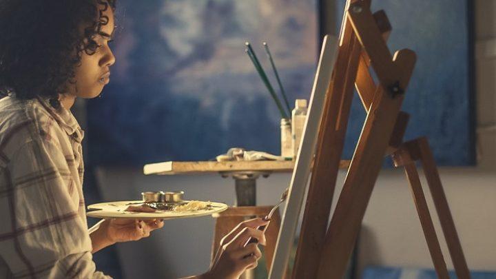woman-artist-painter-