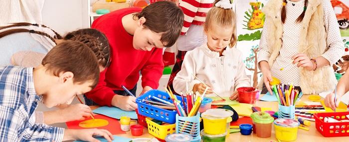 children using art supplies