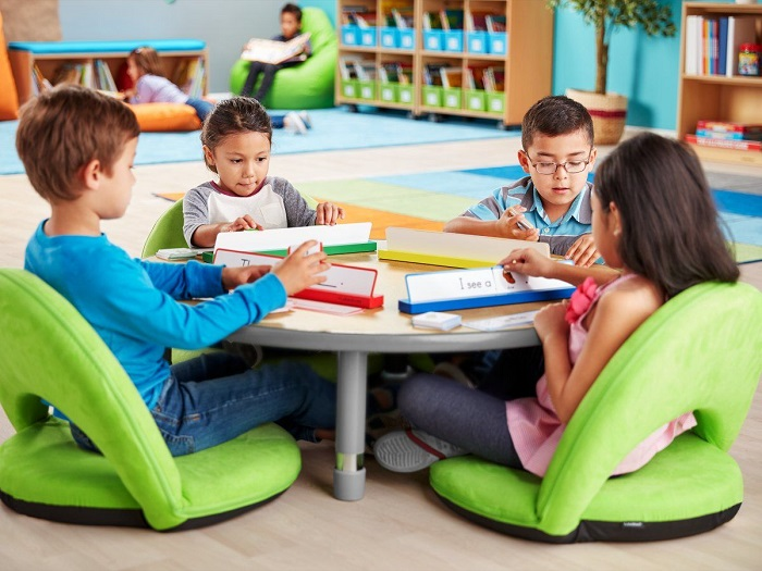 Students seating on flexible chairs